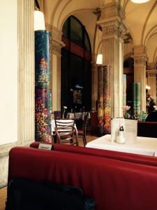 Interiör bild inne på Café Oper Wien