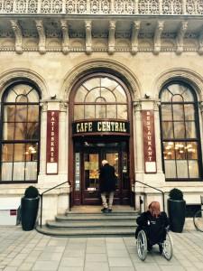 Entrén till Café Central