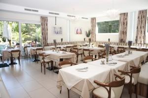 Café Restaurant Mayerei Inneservering. Bildägare @Cafe-Restaurang Mayerei
